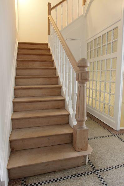 Les escaliers avant :
