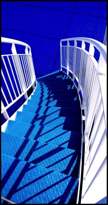 Escaliers bleu antidérapants